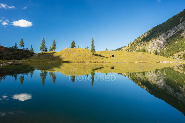 Germany, Bavaria, Allgaeu, Allgaeu Alps, Unterer Gaisalpsee — стоковое фото