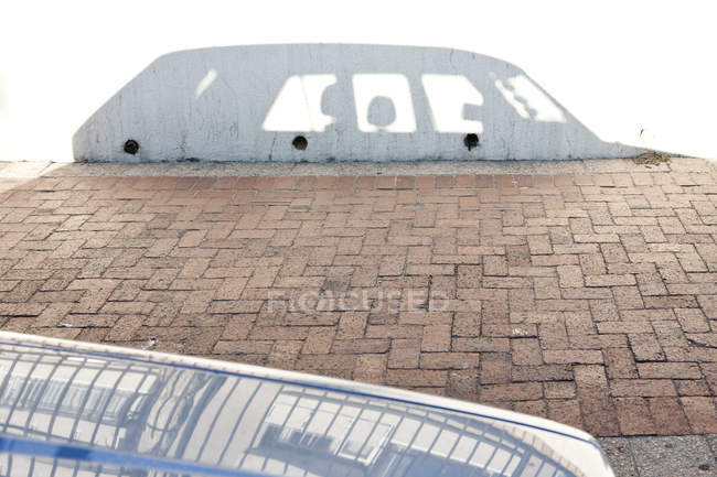 Shadow of parked car at a wall — Stock Photo