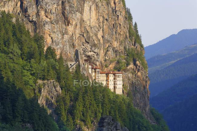 Turquia, Mosteiro de Sumela província Trabzon, montanhas de pôntico, falésia — Fotografia de Stock