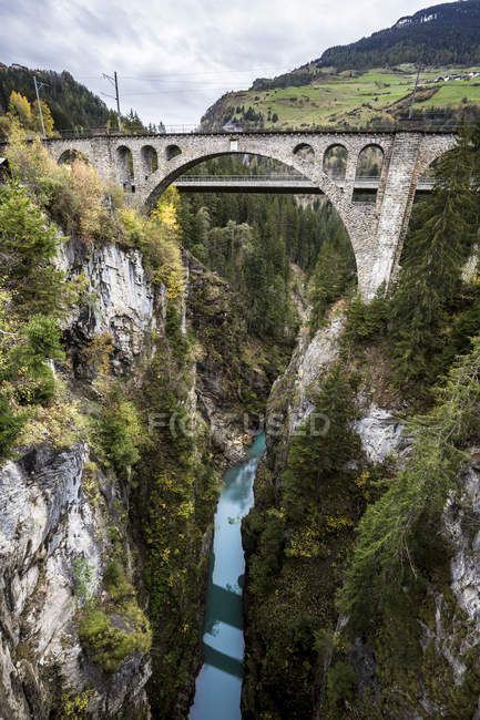 Switzerland, Grisons, Albula District, Obervaz, Schin Canyon and Solis Bridge — Stock Photo