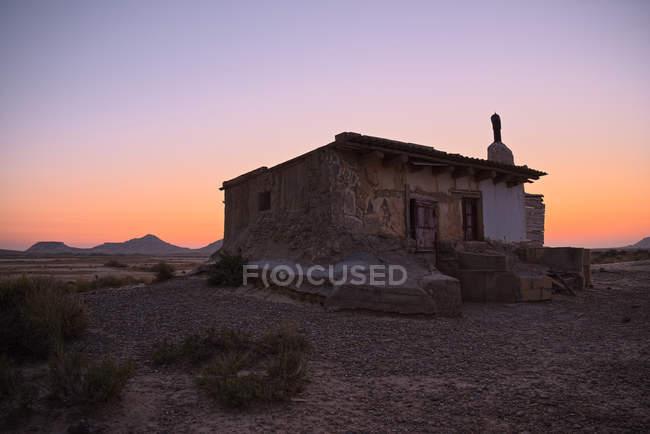 Espanha, Navarra, Bardenas Reales semi-deserto região natural, parque natural, refúgio ao pôr do sol — Fotografia de Stock