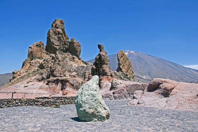 Spain, Canary Islands, Tenerife, Mount Teide, Teide National Park, Roques de Garcia — Stock Photo