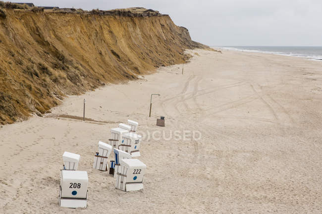 Germany, Schleswig-Holstein, North Frisian Islands, Sylt, view to beach with hooded beach chairs at Rotes Kliff — Stock Photo