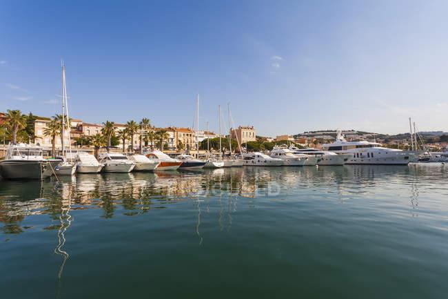 France, Provence-Alpes-Cote d'Azur, Department Var, Bandol, Marina in sunshine day — Stock Photo