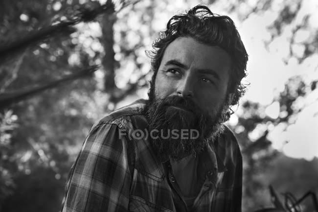 Hombre con el pensamiento de barba - foto de stock