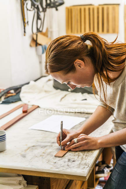 Woman cutting elastic fabric rubber band for radio collar — Stock Photo