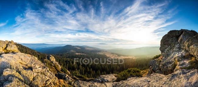 Allemagne, Bavière, Forêt bavaroise, Grand Arbre, Vue de Wagnerkopf, Panorama et vue sur les nuages — Photo de stock