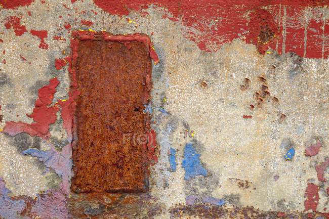Steel plate with rust and remains of paint, close-up — Stock Photo