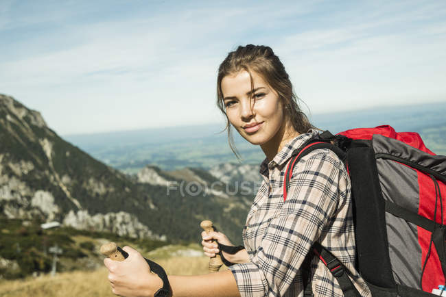 Austria, Tyrol, Tannheimer Tal, smiling young woman on hiking trip — Stock Photo