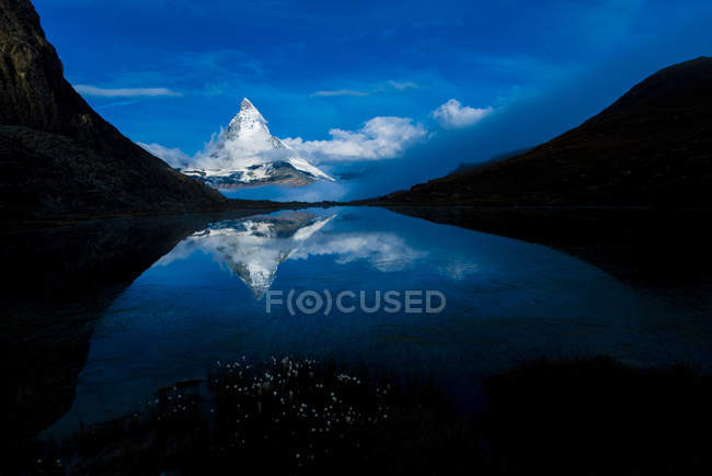 Switzerland, Wallis, view to Matterhorn with water reflection at Riffelsee — Stock Photo