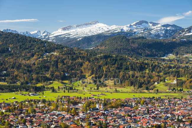 Germany, Bavaria, Allgaeu, View to Oberstdorf, in the background Hoher Ifen, Gottesacker Plateau, Toreck, Kleinwalsertal, Vorarlberg, Allgaeu Alps in Austria — Stock Photo