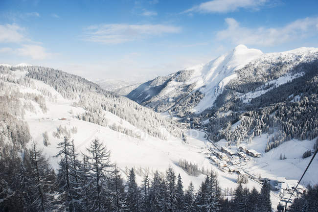Austria, Salzburg State, Altenmarkt-Zauchensee, alpine landscape in snow — Photo de stock