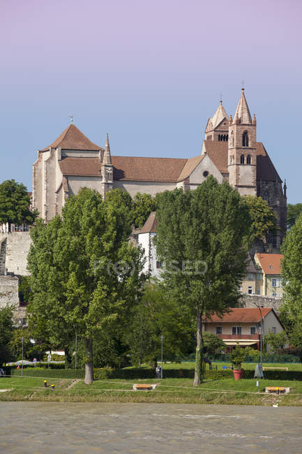 Alemania, Baden-wurttemberg, Breisach, río del Rin superior, ve a la Catedral Breisach - foto de stock