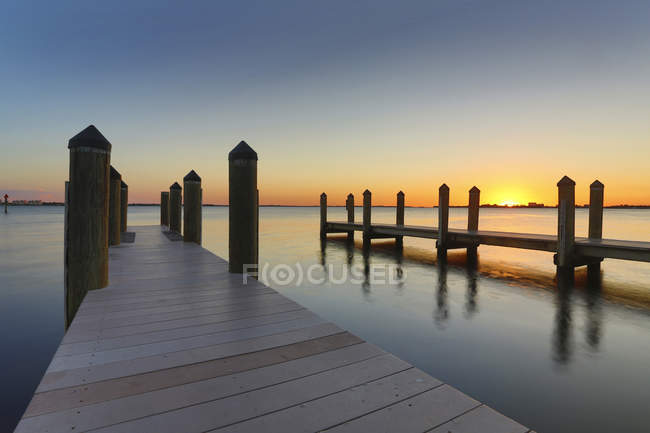 США, Флорида, Мыс Корал, закат над океаном — стоковое фото