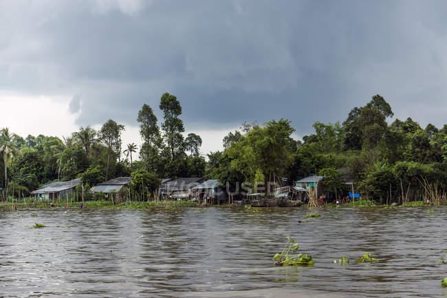 Vietnam, An Giang, Long Xuyen, thunderclouds over Mekong River — Stock Photo