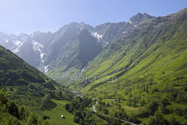 Франція, у Піренеях, Верхні Піренеї, вид на гірській дорозі денний час — стокове фото