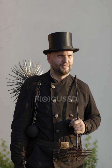Ritratto di spazzacamino indossando cappello — Foto stock