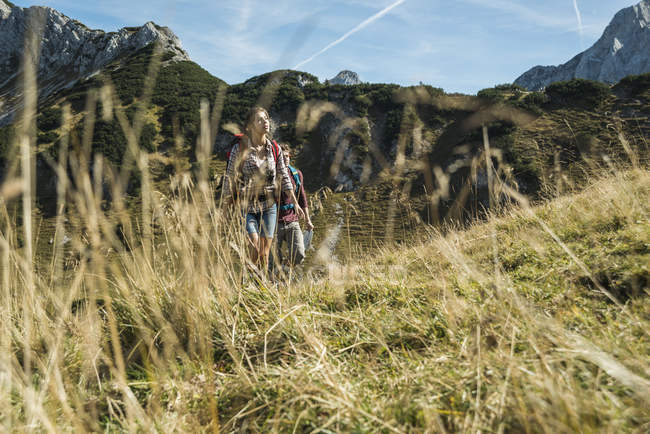 Austria, Tyrol, Tannheimer Tal, young couple hiking — Stock Photo