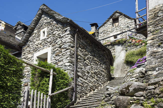 Switzerland, Ticino, Corippo, typical natural stone houses — Stock Photo
