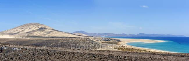Spain, Canary Islands, Fuerteventura, Risco del Paso, view to Playa de Sotavento — стокове фото