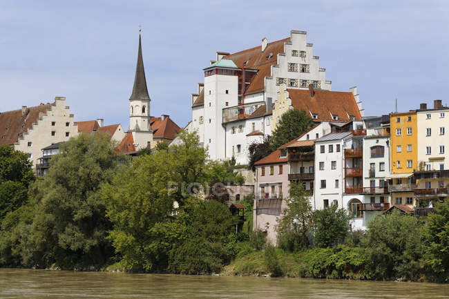 Germany, Bavaria, Upper Bavaria, Wasserburg am Inn, Old town with castle at Inn river — Stock Photo