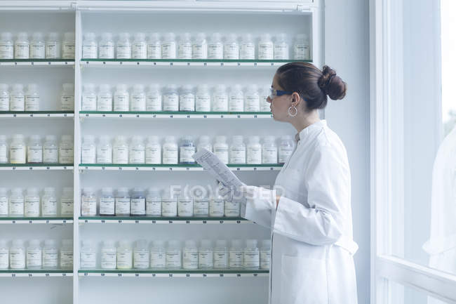 Young female scientist working in a chemical lab — Stock Photo