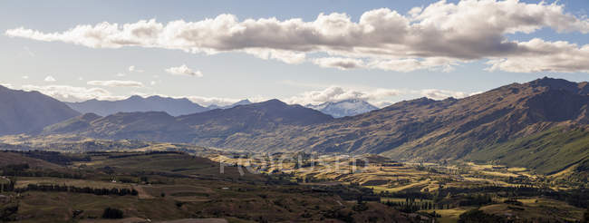 New Zealand, South Island, Arrow Valley, Panorama of rocks under clouds  during daytime — Stock Photo