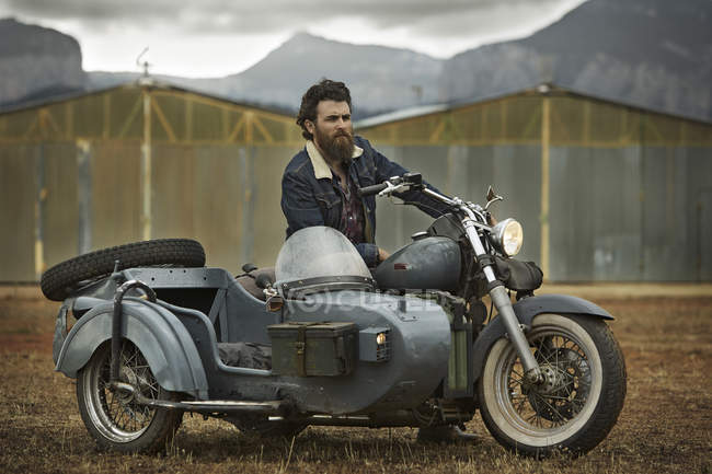 Man with full beard in motorcycle with sidecar — Stock Photo