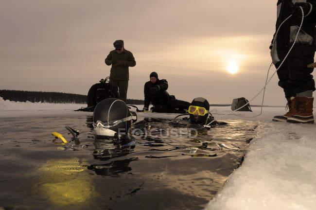 Russia, Centro immersioni circolo polare artico, cerchio polare, palombari al foro — Foto stock