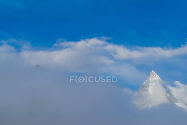 Швейцарія, Уолліс, вид на вершину Маттерхорн позаду хмари — стокове фото