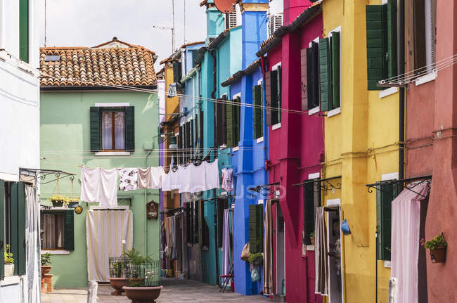 Italie, Vénétie, Venise, Burano, maisons colorées — Photo de stock