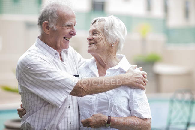Happy senior couple in a retirement village — Stock Photo