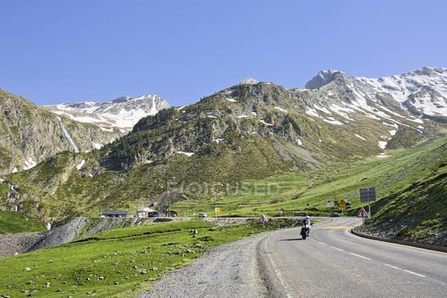 Франція, у Піренеях, Верхні-Піренеях, гірській дорозі денний час — стокове фото