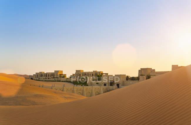 Emiratos Árabes Unidos, emirato de Abu Dhabi, el desierto de Liwa, Qasr Al Sarab Desert Resort - foto de stock