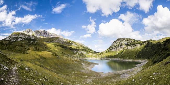 Austria, Vorarlberg, Lechtal Alps, Lechquellen Mountains, Lake Formarinsee — Stock Photo
