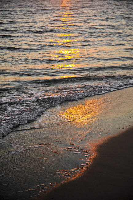 Greece, sunlight reflecting on the water at a beach — Stock Photo