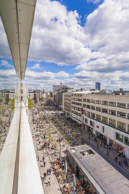 Germania, Assia, Francoforte sul meno, Mostra alla zona pedonale al centro della città dall'alto — Foto stock
