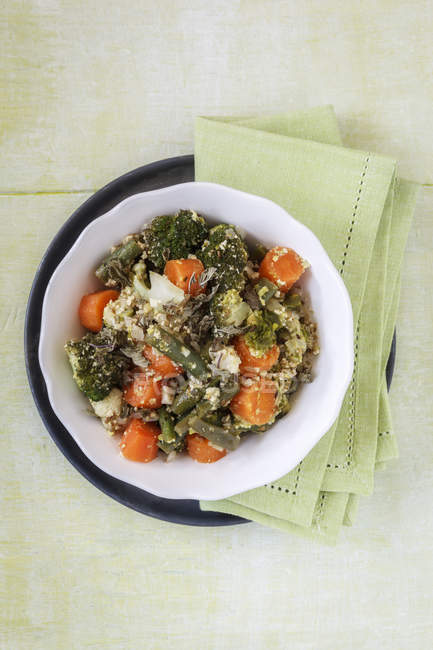 Schüssel mit Pistazien Curry vegetarisch — Stockfoto