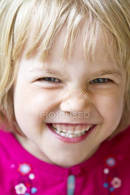 Rapariga sorridente — Fotografia de Stock