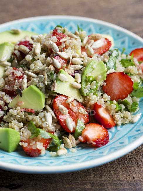 Plate of quinoa strawberry salad with spinach and avocado — Stock Photo