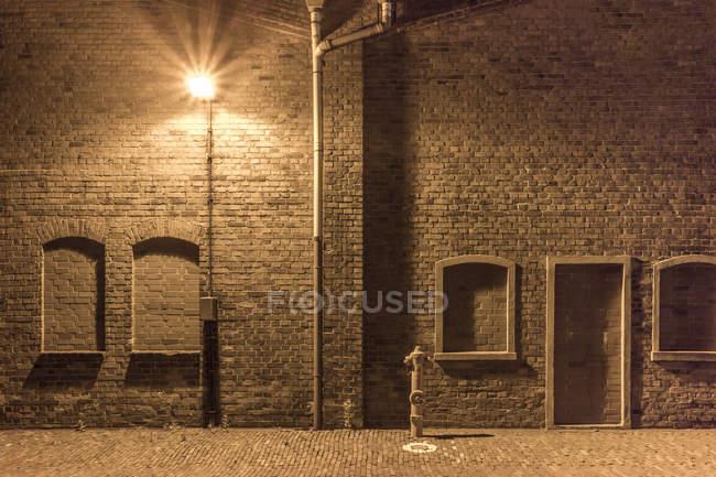Hydrant та Лампа вулиці в занедбані Індустріальний район, Бремен, Німеччина — стокове фото