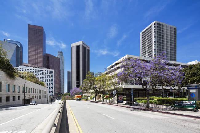 USA, California, Los Angeles Music Center mit der Bank of America, Wells Fargo Center, Wells Fargo Turm und Kpmg Turm — Stockfoto