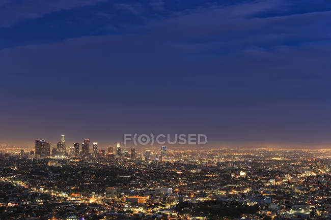 Vue lointaine de l'horizon en soirée à Los Angeles, Californie, États-Unis — Photo de stock