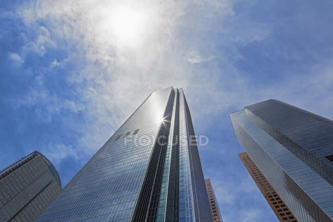 EUA, Califórnia, Los Angeles, arranha-céus contra o sol — Fotografia de Stock