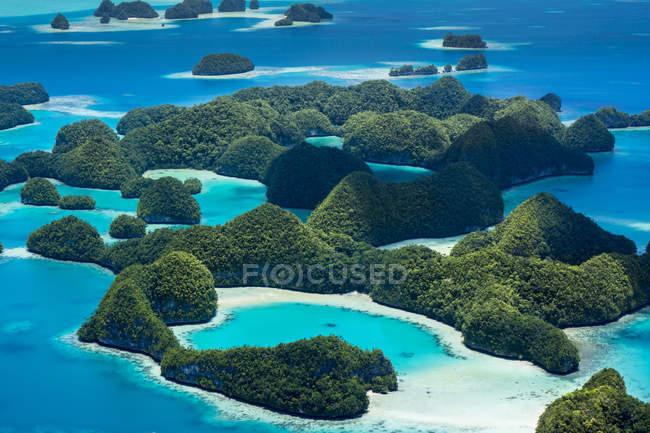 Arquipélago da Micronésia, Palau, Ilhas de pedra durante o dia — Fotografia de Stock