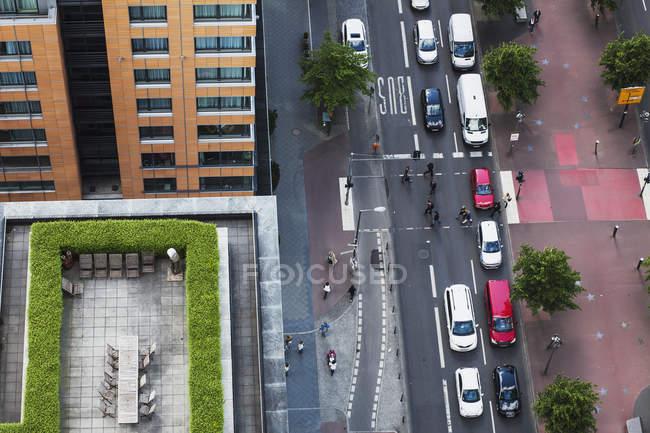 Німеччина, Берлін, головної дороги з рухом в Berlin Mitte, пташиного над дороги — стокове фото