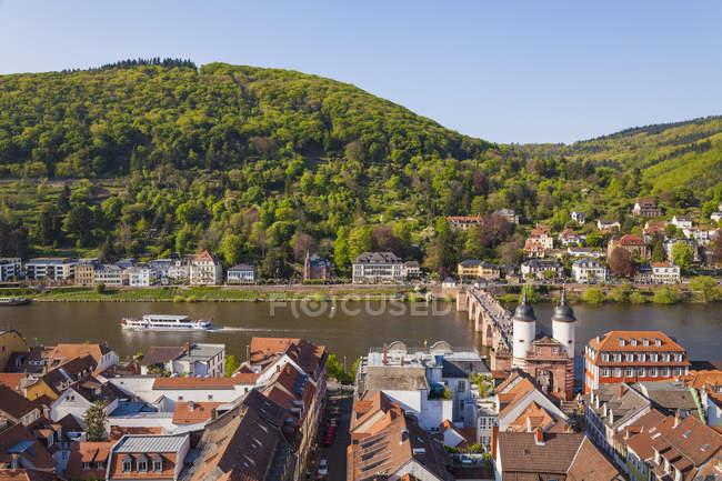 Germany, Baden-Wuerttemberg, Heidelberg, Old town, Old bridge with Bridge gate, Excursion boat on Neckar river — Stock Photo