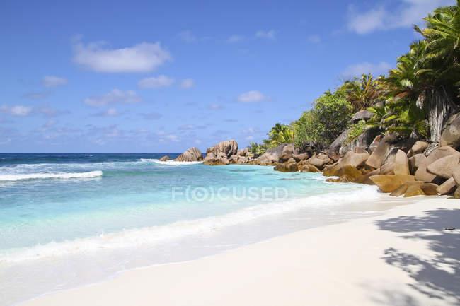 Seychelles, Vista da praia de Anse Cocos em La Digue Island — Fotografia de Stock