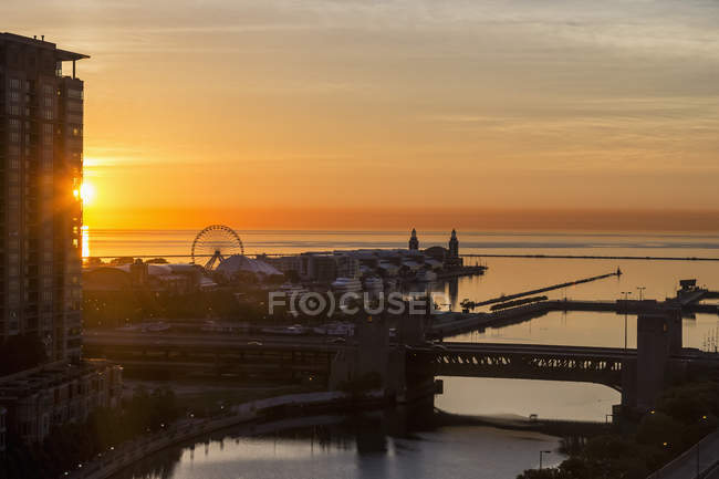 USA, illinois, Chicago, Michigansee, Marine Pier am Abend — Stockfoto