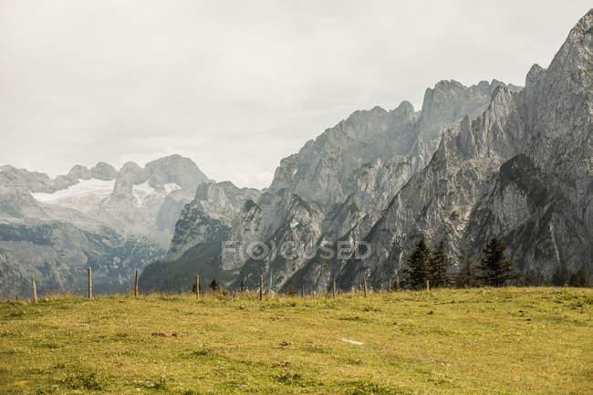 Autriche, Gosau, vue sur montagnes Dachstein pendant la journée — Photo de stock